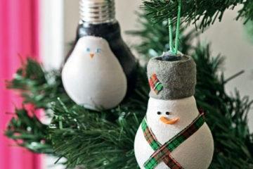 Addobbare l'Albero di Natale con Vecchie Lampadine