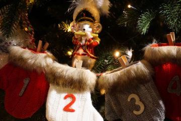 Il Calendario Di Natale Trailer.Netflix Village Christmas Love